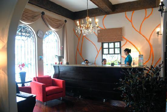 Hostel Casa Colon: Front Desk and Tour Info