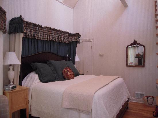 Inn at Woodhaven: Rose Cottage Bedroom