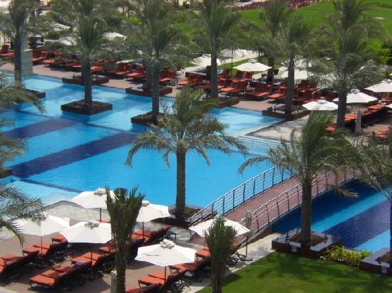 โรงแรมจูไมราซาบีลซาเรย์: Blick vom Zimmer auf den Pool