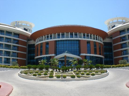 Baia Lara Hotel: Front view of hotel