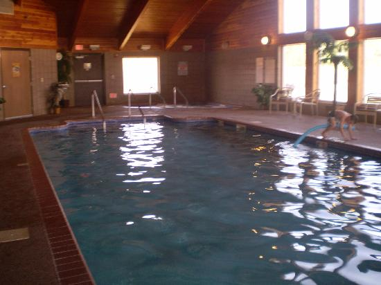 Borger Ambassador Inn: Clean and comfortable big pool