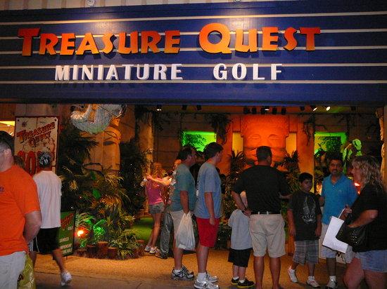 Treasure Quest Miniature Golf: Exterior of Treasure Quest Mini Golf Gatlinburg 2011