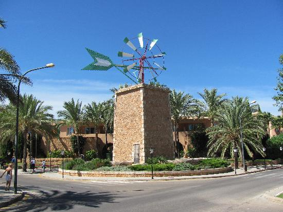 Protur Bonaire Aparthotel: Lovely windmill at font of Bonaire