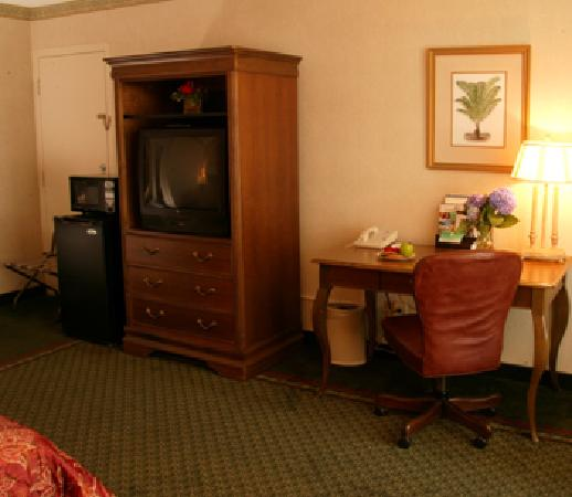 Lafayette Garden Inn & Conference Center: Microwave and refrigerator were standard...