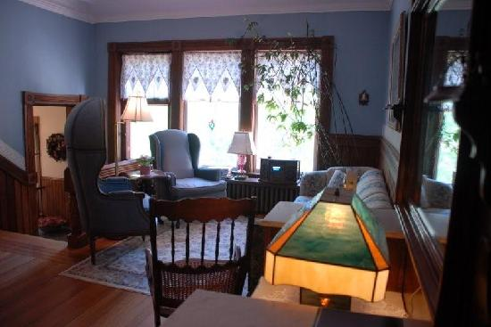 Elmwood Heritage Inn: Guest's lounge