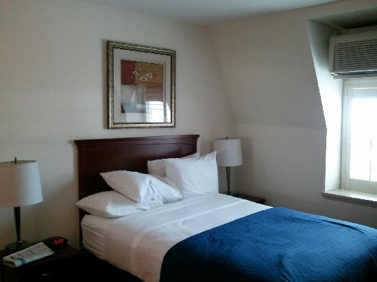 Clarion Hotel-Downtown Oakland: Small but nice...