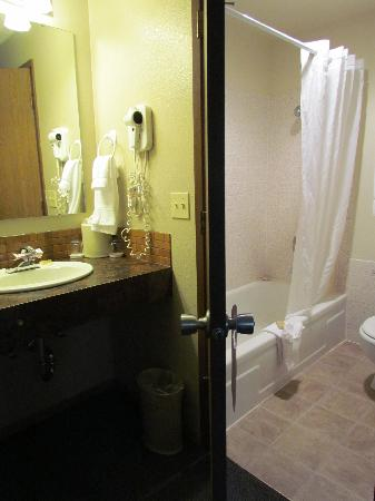 Old Town Inn: bathroom area - separate sink / toilet shower