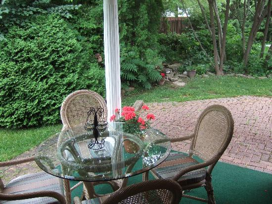 The Loyalist Bed & Breakfast: The Garden room' private terrace