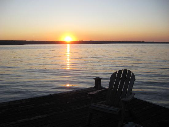 Seneca Lakeside Bed & Breakfast: Sunset on the dock