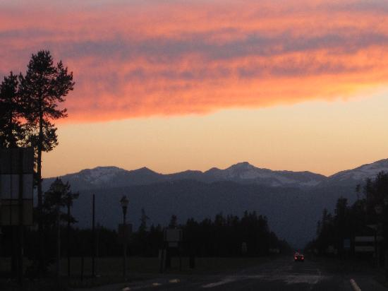 Wagon Wheel RV Campground and Cabins: Sunset over West Yellowstone from Wagon Wheel