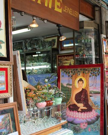 Bogyoke Aung San Market: burmese gem art, made with precious & semi precious stones:  bogyoke market