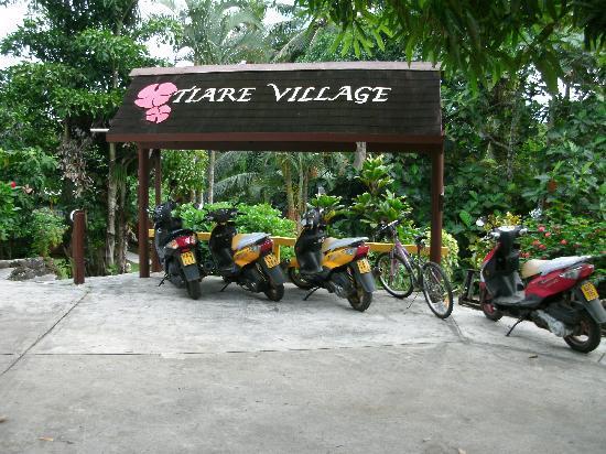 Airport Motel - Tiare Village: Tiare Village entrance