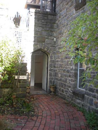 The Loft In The Mill Boutique Accommodation: Archway Entrance to the Tunnel that leads to the Herb Garden Suite
