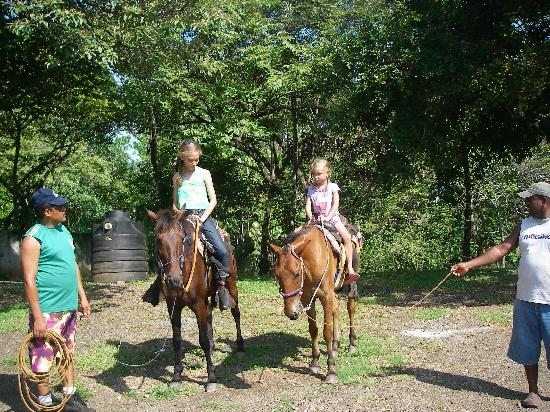 Hotel Santa Catalina Panama: Shenida organized the beach horse tour for the girls.