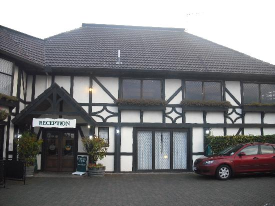 The Surrey Hotel : From of Motel/Reception