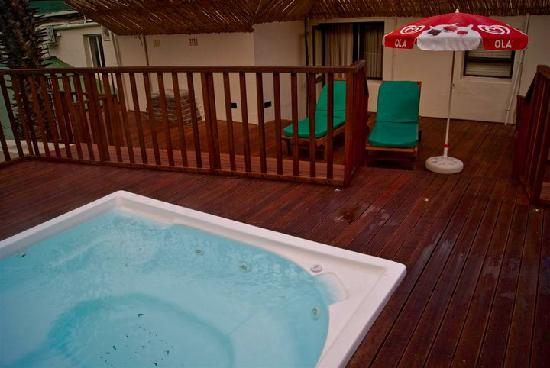 Avalon Springs: Our jacuzzi and room