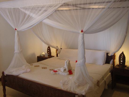Diamonds Mapenzi Beach: Deluxx beach front bed