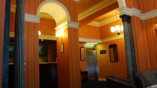 Cranley Gardens Hotel: Hall