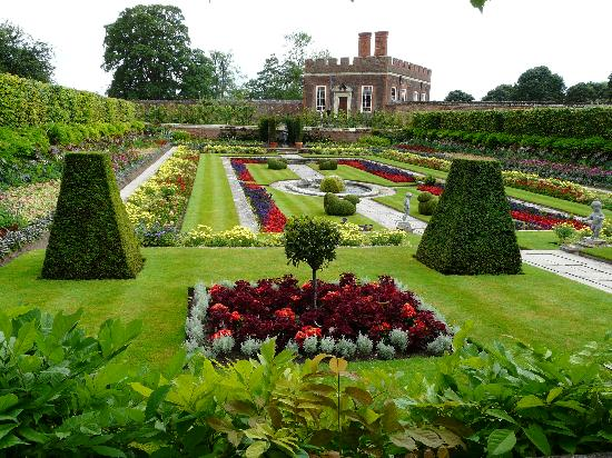 Hampton Court Palace: One of the gardens