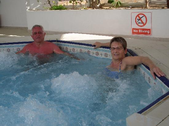Club Oasis Marine : jaccuzi piscine intérieure