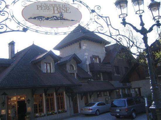Auberge Du Pere Bise : Pere Bise entrance