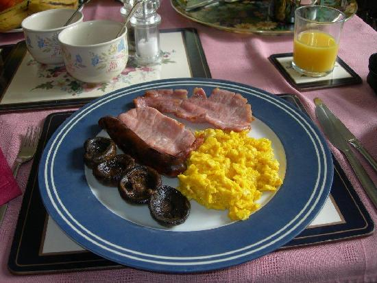 Heath Cottage Farm B&B: Our mouth-watering breakfast