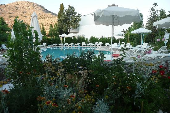 Bel Mare Hotel: The pool and gardens