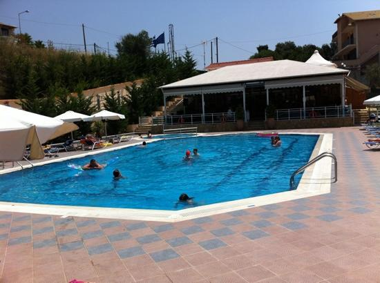 Alea Resort : The pool and bar area.