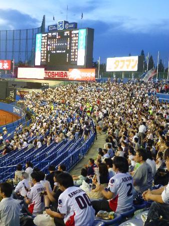 Jingu Baseball Stadium: ♥ ライトスタンドに全員集合 ♥