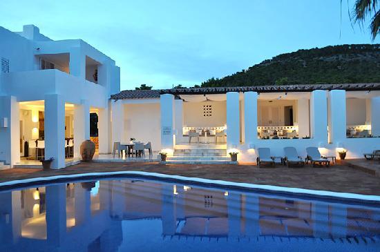 Hotel Village Ibiza : Pool, Bar and Restaurant