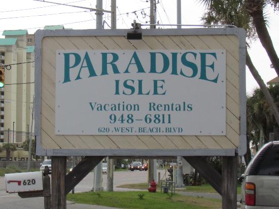 Paradise Isle Resort : sign out front