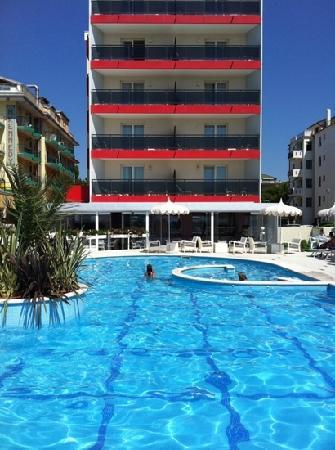 Hotel Baia del Mar: la facciata fronte mare