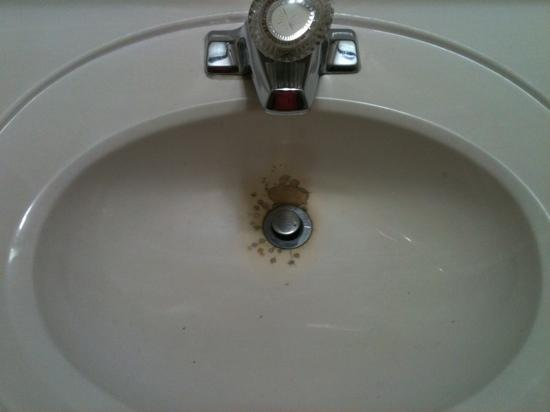 Quality Inn Merrillville: this sink has seen better days!