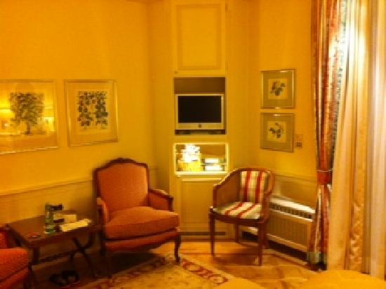 Hotel Colombi: Zimmer mit mini Fernseher....