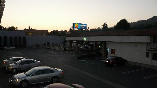 Comfort Inn Near Old Town Pasadena in Eagle Rock CA: Parking and Pool