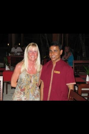 Vilamendhoo Island Resort & Spa: hussain in athima restaurant