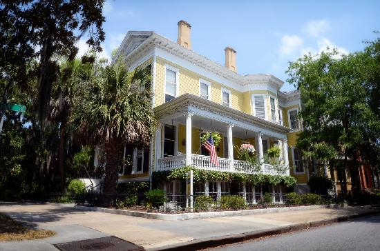 Forsyth Park Inn: View of the Inn on Wedding Day