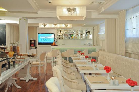 Albinas Hotel: lobby
