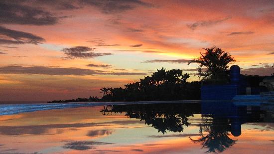 Villa Noche: stunning sunset