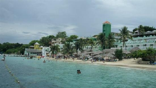 Beaches Ocho Rios Resort & Golf Club : Loved the private beach...all for us!!