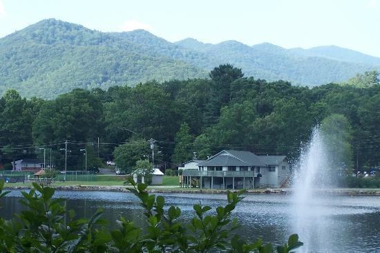 The Dry Ridge Inn: Nearby Lake in Weaverville