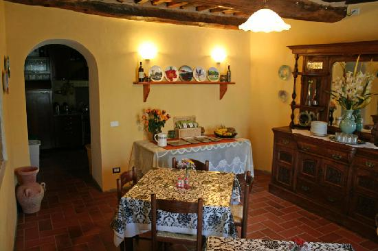 Casa La Pace Bed and Breakfast: Breakfast Room