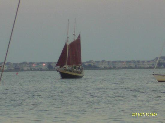 Roanoke Island Inn: red-sailed boat at sunset across the street from the inn
