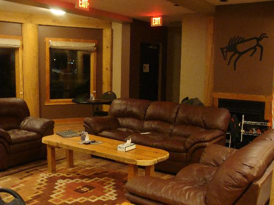 Golden Hostel, Kicking Horse River Lodge: Second entertainment area