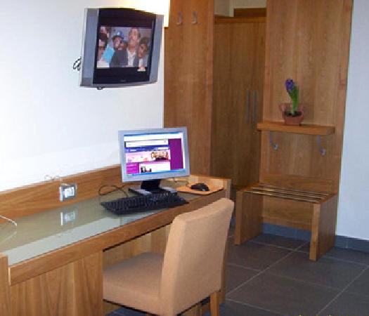 Neapolis Hotel : room