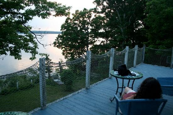 Paradise on the Lake Bed and Breakfast: Relaxing on the B&B deck as the sun sets.