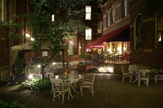 The Priory Hotel: Priory Hotel Garden Courtyard