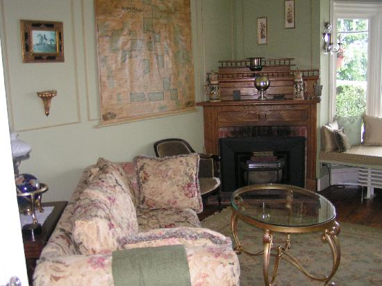 Silver Strand at Sheldrake: SITTING ROOM