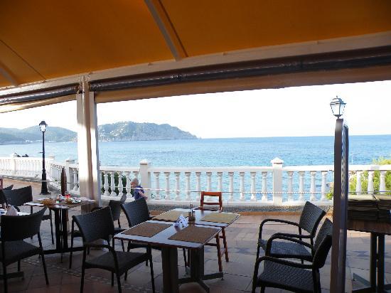 Invisa Hotel Club Cala Blanca: Terrasse du restaurant