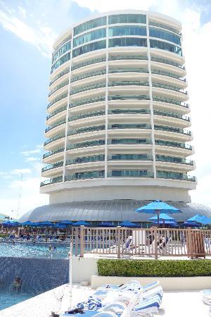 Great Parnassus Family Resort : view from beach pool